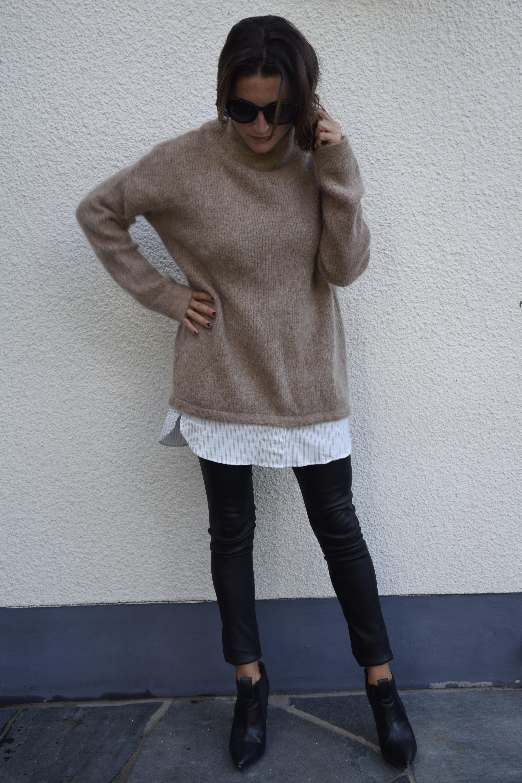 3aa0d6c76595 Nu är hösten här. Då är det stora stickade tröjor som gäller för mig. Den  här på bilden kommer från H&M och jag gillar verkligen färgen.